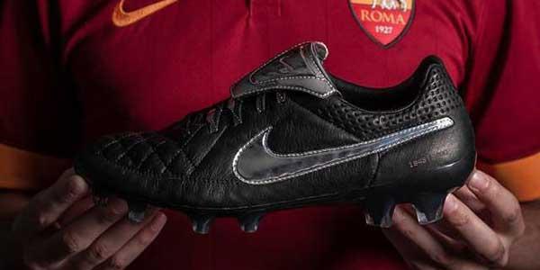 Totti-Nike-Tiempo-Legend-V-Premium-1